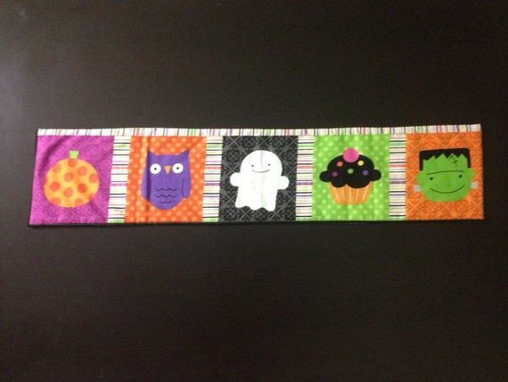 Quilted Halloween entry table runner