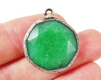 22mm Emerald Green Faceted Jade Pendant - Matte Silver plated Bezel - 1pc