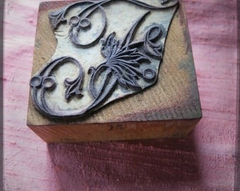 Antique French embroidery block rubber stamp letter I or J with leaves - large printing monogram letter on fabric