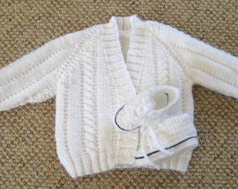 Newborn baby jacket / cardigan / sweater and booties set in white.  Size: Newborn 7.5 lb (3.4 kg) (44cm - 50cm)