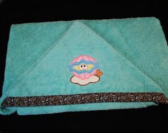 Clam  Hooded Towel