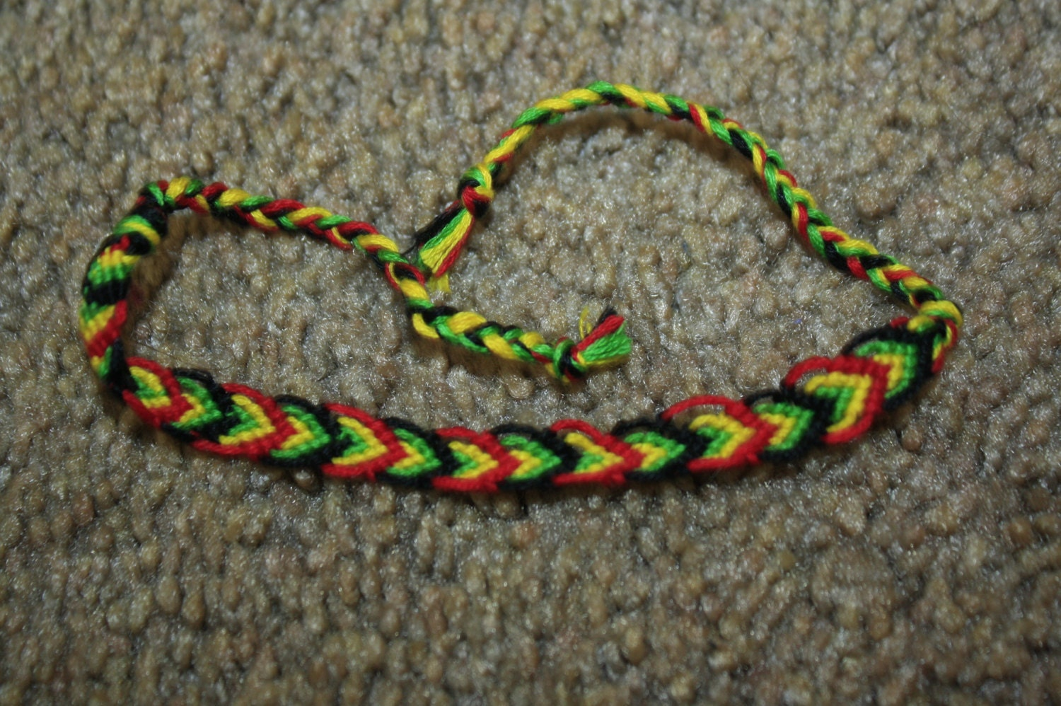 string friendship bracelet 8 string alternating leaf pattern