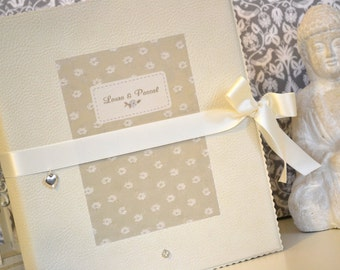 Guestbook folder to the wedding