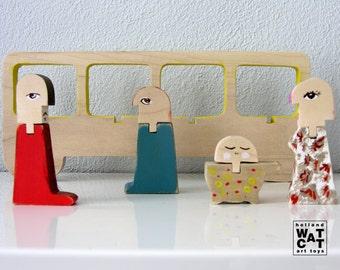 HURBANOS wooden art toy bus en passegers