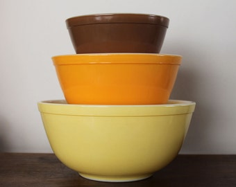 Set of 3 Town and Country mixing bowls, 401. 402, 403