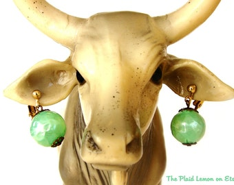 Vintage Mint Metallic Geometric Earring Green Drop Clip on Gold tone Bead Spearmint Chrysalis Elegant Jewelry Globe Fashion Trend Retro Find