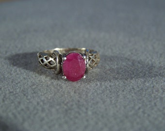 Vintage  Sterling Silver fancy scrolled Oval Ruby  Ban Ring, size 7       W