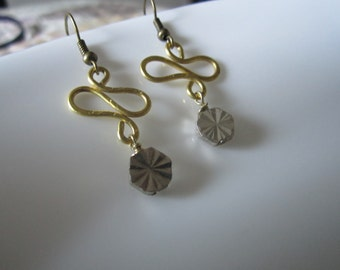 Double curves in brass wire with silver starburst