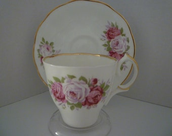TEACUP set English Bone China.Cottage Decor. English. Tableware.Cottage Chic. Teacup And Saucer. Roses Design. Teaparty, SHABBY chic TEATIME