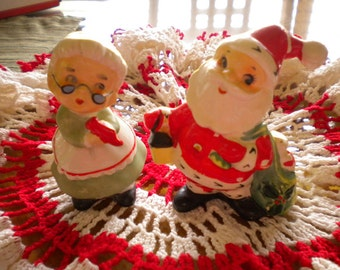 Vintage Christmas Collectable Napco Santa and Mrs Claus Salt & Pepper Figurines Shakers 1950s