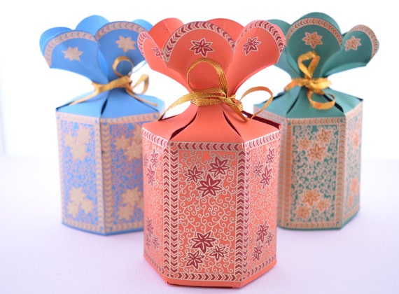 Wedding Gifts For Couples Online Shopping India : ... Couple Groomsmen Gifts Guest Books Portraits & Frames Wedding Favors