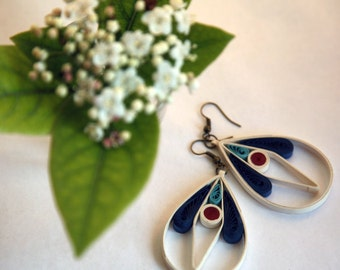 Paper earrings with ecologycal varnish