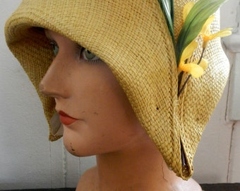 Straw yellow cloche in vintage inspired style by EOJNOLA  by hand