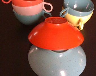 Vintage Shel Glo,  Holiday, Kenro, 5 Cups & 2 Bowls, Mid Century, Plastic Dinnerware, Picnic, Cups, Bowls, Colorful, Picnic