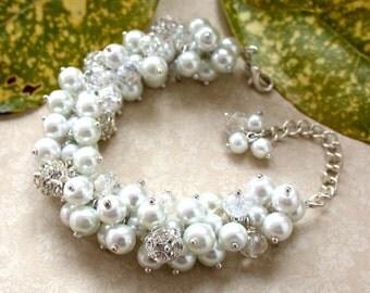 White Bridal Pearl Bracelet, Vintage Style Bracelet, White Pearls, Crystal Bracelet,Chunky Bracelet, Cluster Bracelet, Bridesmaid Bracelet