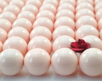 39 pcs of Shell Pearl smooth round beads in 10mm