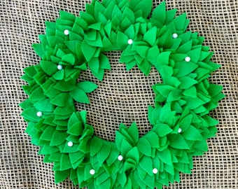 Felt Mistletoe Wreath, 10 inch