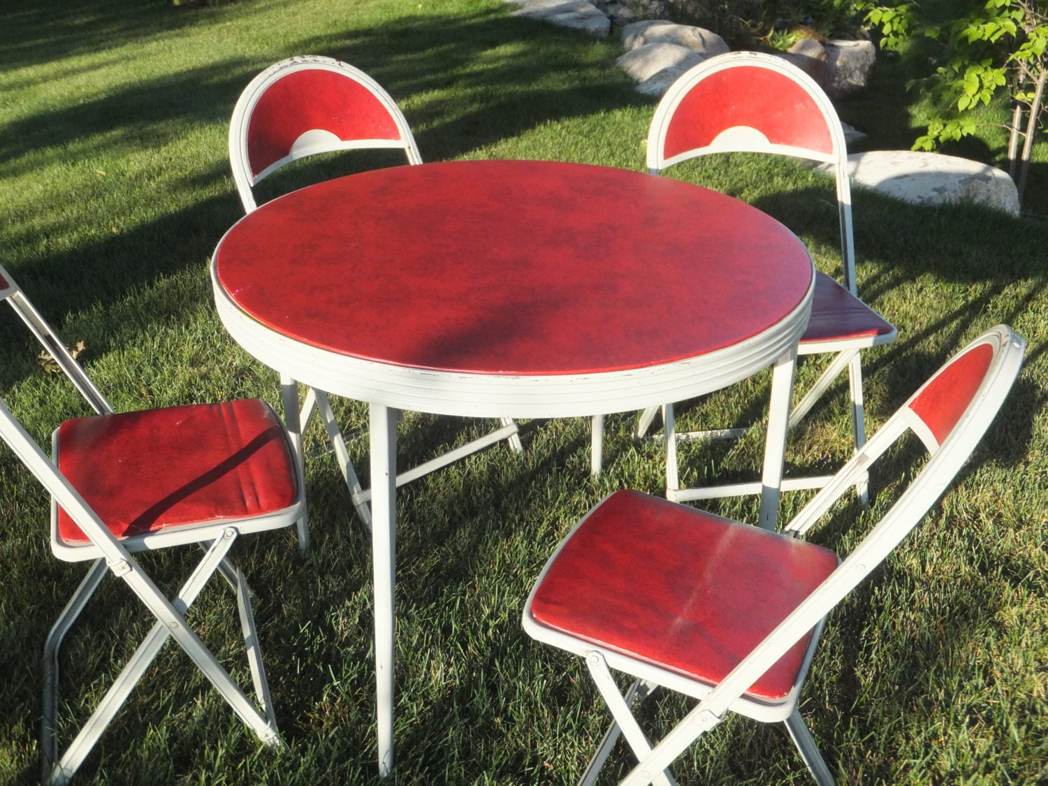 vintage durham round folding card table and chairs christmas. Black Bedroom Furniture Sets. Home Design Ideas