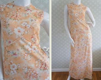 Comfortable, sleeveless peach floral vintage maxi dress 60s. Jewel collar. Empire dress. Floor length. Size S/M