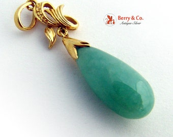Beautiful Teardrop Jade and 14 K Gold Pendant