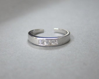 Adjustable Sterling Silver Sparkling CZ Toe Ring, Luxury toe Ring, Also Midi Ring, knuckle Ring.