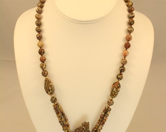 Mountan Lion Fetish Necklace In Agate