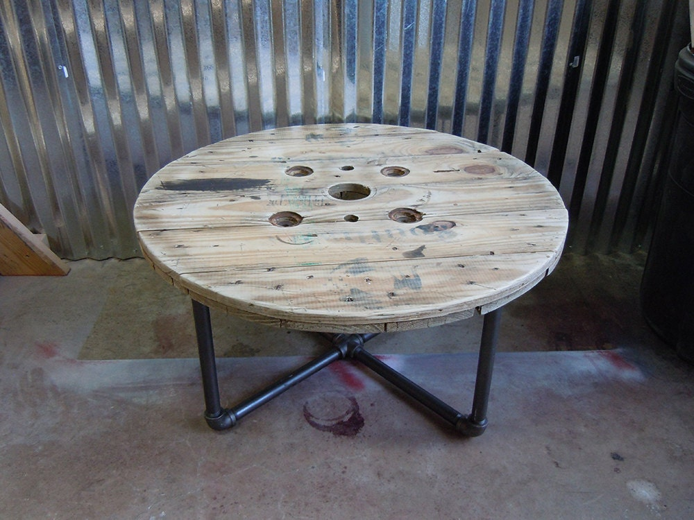 Wooden cable spool round coffee table free shipping wooden for Cable reel table