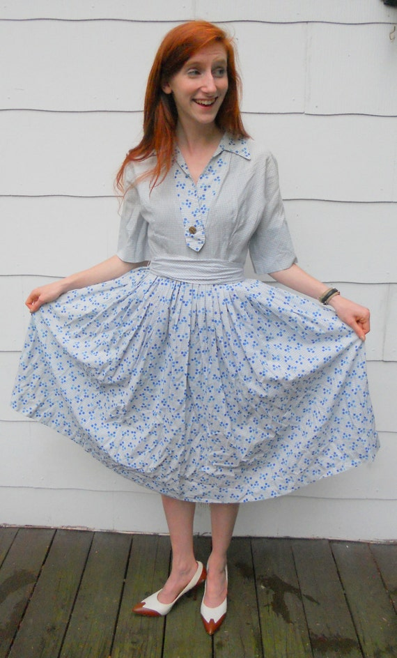 Vintage 1950 39 s housewife dress 2 by peckvintageclothes on etsy for Classic 50s housewife