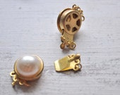 2 Pieces Gold Plated Bezel Base with Acrylic Pearl Vintage Jewelry Connectors, Jewelry Findings, Necklace Clips, Jewelry Supply