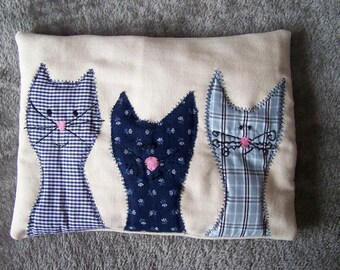 Tooth cushion with three cats
