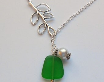 Kelly Green Sea Glass Necklace,Seaglass Jewelry, Beach glass necklace, bridesmaid necklace, beach wedding.  FREE SHIPPING within the U.S.j