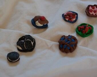 Handmade dollhouse tiny food set; oreo, pizza, blueberry pie, salad, ice cream
