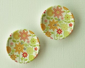 2 x 40mm multicoloured floral patterned wooden buttons with white background