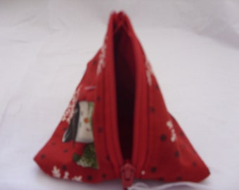Pyramid purse with snowmen heads on red background