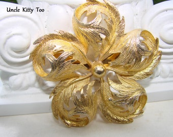 Stunning, mid century, retro, vintage swirling  gold metal statement brooch.  Classic elegance.    Perfect for any occasion.
