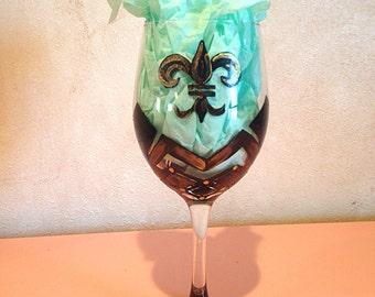 Hand-painted fleur de lis wine glasses