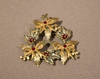 Christmas Wreath Pin by Kerissa, Gold toned Vintage Pin