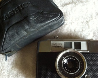 Vintage 1960s Yashica Mimy camera with case