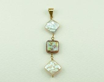 Square Pearl Pendant in Gold (Μενταγιόν Χρυσό με Τετράγωνα Μαργαριτάρια)