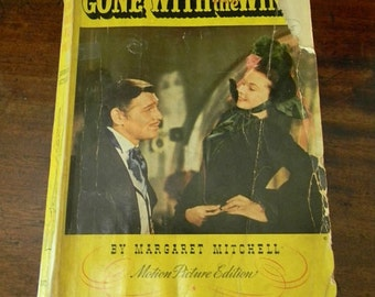 ViNTaGe GONE WiTH ThE WIND BOOK ILLuSTraTed LaRgE PaPerBacK CLaRK GaBLe ViVieN LeiGh