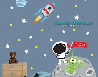Moon Wall Decal with Custom Name, Astronaut, Planets, Rocket (Moon Mission DK) MMO