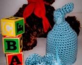 Newborn crochet set: hat and booties