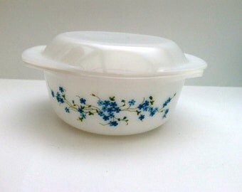 Vintage 1970s Arcopal casserole or ovendish veronica decor 22 cm