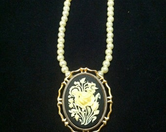 Flower Cameo Pearl Necklace