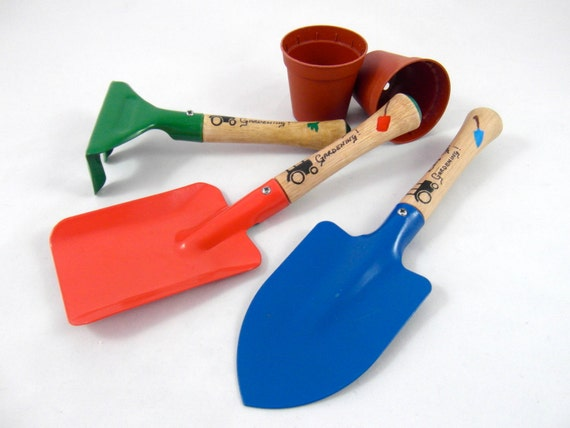 Childrens gardening set gardening tools outdoor play boys for Childrens gardening tools