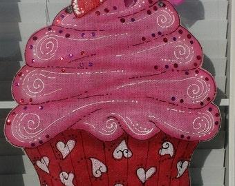 ADOORable burlap Valentines Day Doorhanger-Cupcake