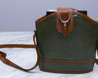 Vintage olive green and tan hunter's bag // Adjustable shoulder strap // Silver tacks in the back // Buckle flap
