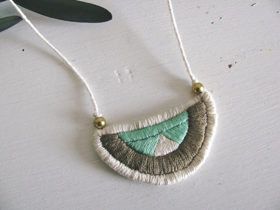 Geometric Embroidered Pendant Necklace: Green