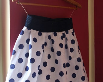 pleated skirt in blue polka dots