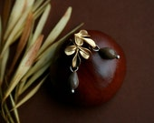 small matte gold stud earrings with natural seeds - everyday jewelry - natural earrings